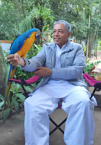 During His visit to Iguacu birds park in Brazil…