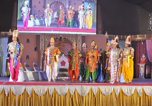 The Lords decide to visit the Pran Pratishtha event