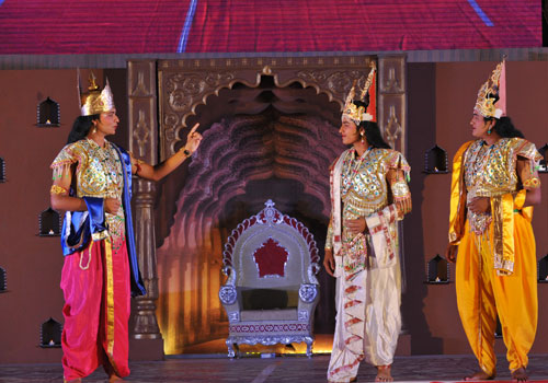 Lord Indra Dev explaining about the Trimandir concept to Suryadev and Chandradev