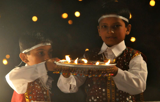 Little blossoming buds of Bhavnagar doing Aarti with devotion