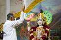 Pujya Deepakbhai Showering Flowers to Lord Shree Krishna