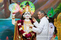 Pujya Deepakbhai Offering Makhan (Indian Butter) to Lord Shree Krishna