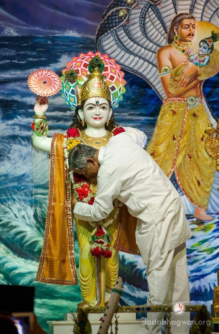 Aarti Kunj Bihari Ki MP3 Song Download- Mere Bhagwan ...  |Bhagwan Krishna Aarti