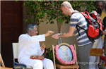 Follower taking Blessings from Pujya Deepakbhai
